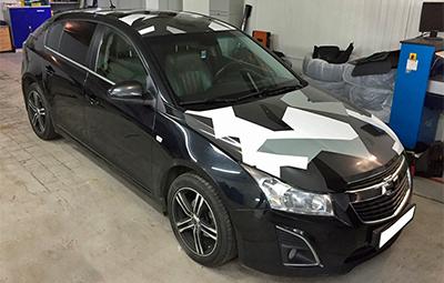 Оклейка деталей кузова пленкой камуфляж на Chevrolet Cruze