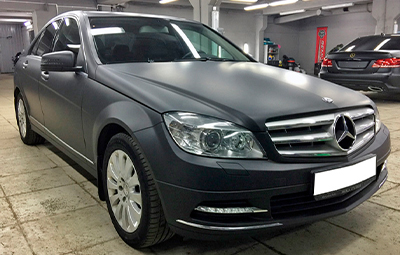 Полная оклейка черной матовой пленкой Mercedes-Benz C class