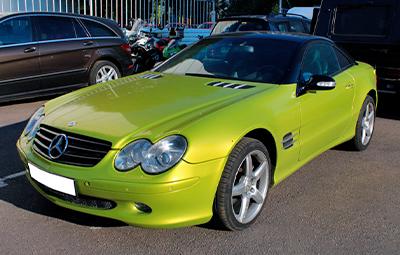 Полная оклейка автомобиля Mercedes-Benz SL 500 плёнкой Arlon Electric Lime