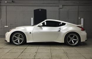 Полная оклейка Nissan 370Z пленкой белый перламутр