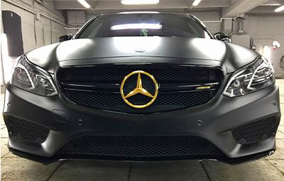 Полная оклейка Mercedes-Benz черной матовой пленкой KPMF
