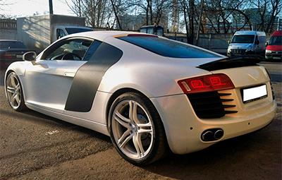 Полная оклейка Audi R8 белой перламутровой пленкой