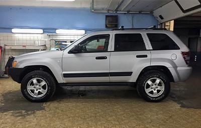 Полная оклейка Jeep Grand Cherokee в серый карбон