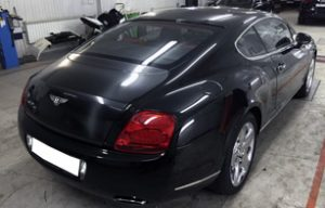 Оклейка капота и багажника карбоновой пленкой на Bentley Continental GT
