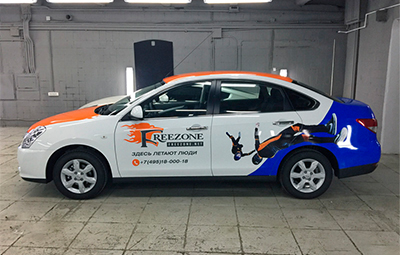Брендирование Nissan Almera для компании Freezone