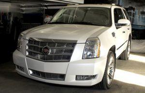 Полная оклейка Cadillac Escalade в белый перламутр