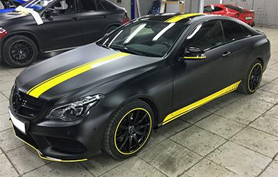 Полная оклейка Mercedes-Benz E class coupe черной матовой пленкой