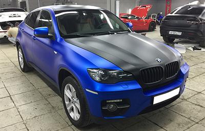 Полная оклейка BMW X6 пленкой синий матовый металлик