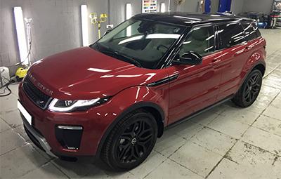 Оклейка крыши в черный глянец на Range Rover Evoque