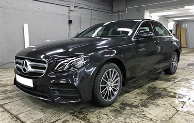 Полная оклейка Mercedes-Benz E class в черный металлик