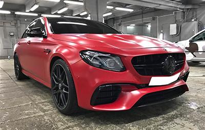 Полная оклейка Mercedes-Benz E class AMG 63 в красный мат