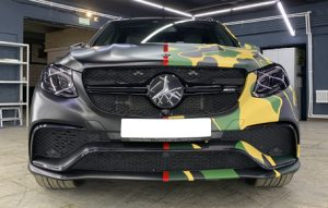 Оклейка в половинчатый камуфляж Mercedes-Benz GLE