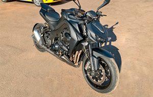 Полная оклейка мотоцикла Kawasaki Z1000R в чёрную текстуру