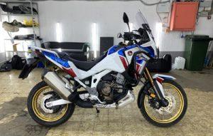 Полная оклейка мотоцикла Honda Africa Twin в полиуретан