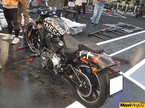 Брендирование мотоцикла Harley-Davidson Breakout