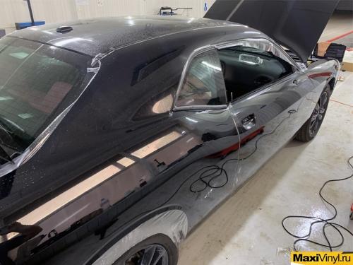 Полная оклейка Dodge Challenger в Suntek