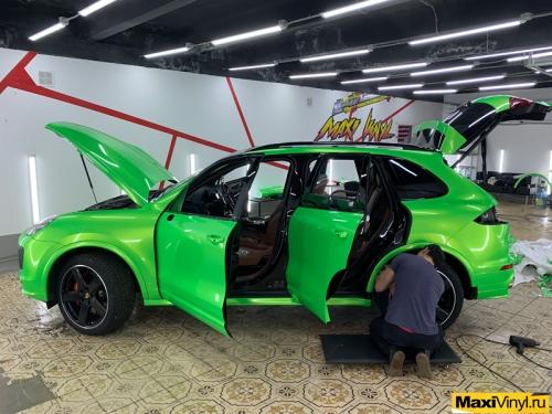 Оклейка Porsche Cayenne в салатовый металлик