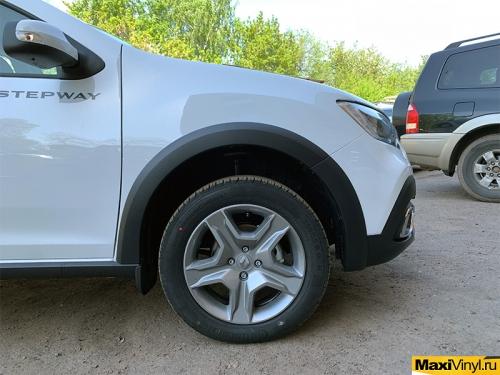 Оклейка передней части Renault Sandero