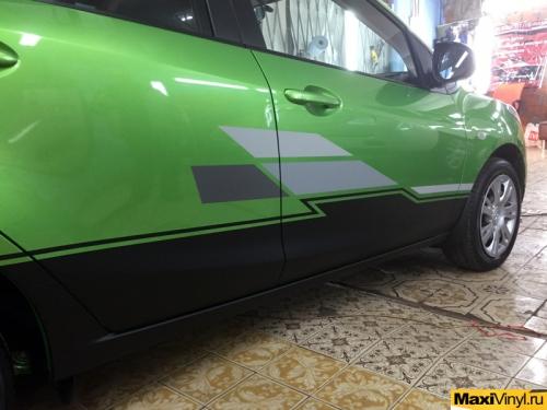 Изготовление наклеек на Mazda 2