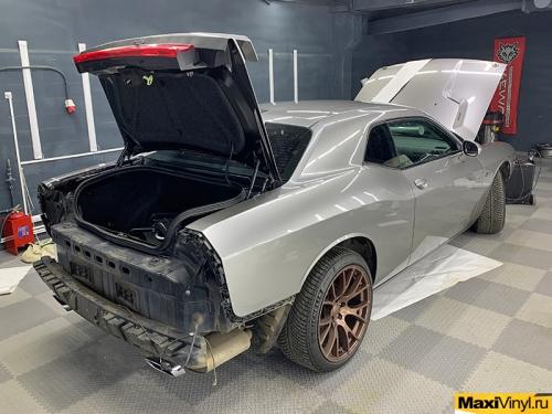 Полная оклейка Dodge Challenger в серебристый металлик
