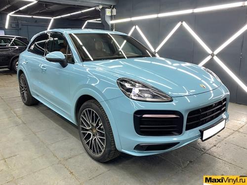 Полная оклейка Porsche Cayenne в голубой глянец